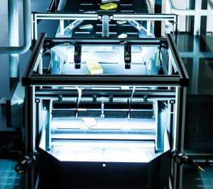 Automate à haute rotation SDA : Dès les années 50, le fondateur de la société Günter Knapp a une vision : un automate de prélèvement qui assemble les commandes pour la livraison des pharmacies en un temps record. Dotés d'une technologie ultramoderne, les automates à convoyeur central sont aujourd'hui pour ainsi dire incontournables dans les centres de distribution de médicaments.