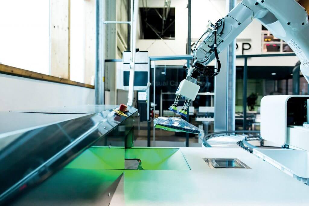 KNAPP_Pick-it-Easy Robot zum automatischen Kommissionieren im Fashion-Bereich