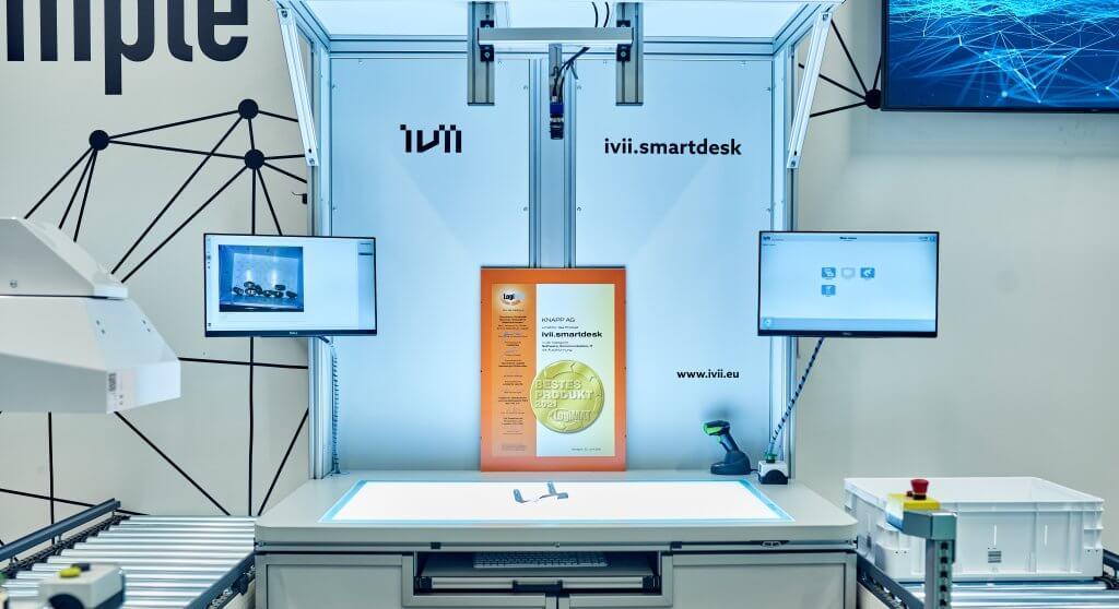 ivii.smartdesk mit Urkunde bestes Produkt LogiMAT 2021