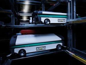 système de navettes; système de stockage; automatisation ; entrepôt, logistique, production Les pièces détachées pour véhicules sont mises à disposition depuis l'OSR Shuttle™ Evo et prélevées selon le principe du produit-vers-l'homme.