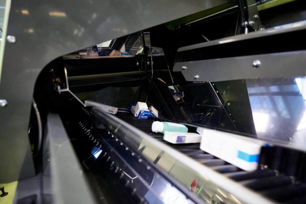 Vista de una banda transportadora del Itemizer en el almacén de Herba en Viena. La banda permite un control 100 %