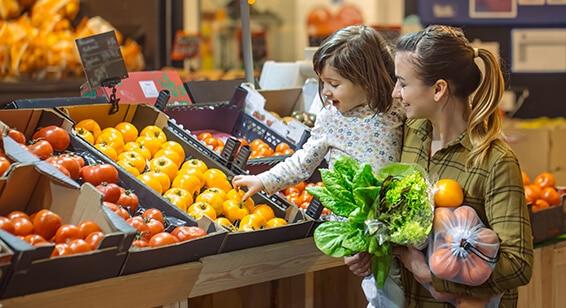 Image_Familie_Gemuese_im_Supermarkt Food Retail