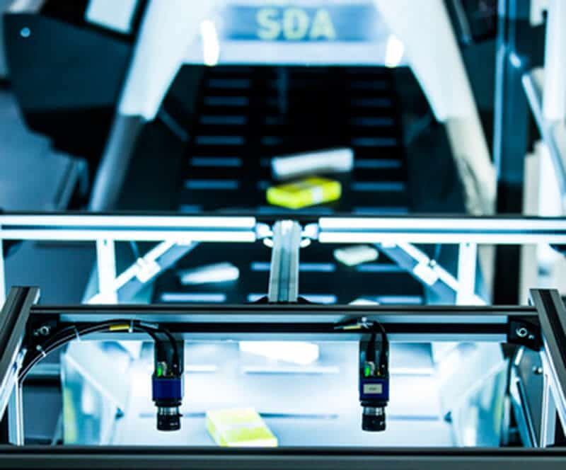 Vision Central Belt ermöglicht eine 100%-Kontrolle im automatischen Kommissionierbereich.
