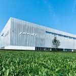 La recientemente construida sede de producción Pankl High Performance Systems reúne toda la cadena de creación de valor bajo un solo techo.