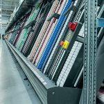 Das Central Belt System mit 2 Schnelldreherautomaten sorgt für die rasche und effiziente Bearbeitung von schnelldrehenden Artikeln.