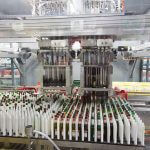 A bottle-sorting robot provides fully-automatic bottle sorting.