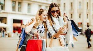 E-Commerce, Onlinehandel, stationärer Handel, einkaufen im Geschäft, online, offline, Digitalisierung, digitale Transformation, Einkaufserlebnisse, Customer Experience, Point-of-Sale, In-Store; Shop, Shopping, Point-of-Sale